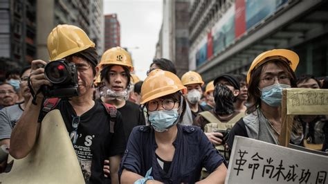 chinese tourists   hong kong protest selfies