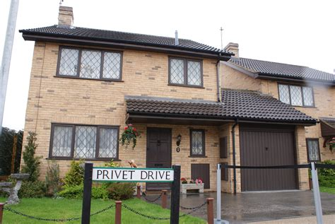 potter s 4 privet drive house is selling to muggle harry potter 4 privet drive Harry
