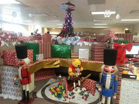 diy christmas cube decorations cubicle decor desk office decorations decorations