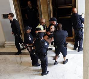 Capitol Police Arrest Protesters Outside Mcconnell U0026 39 S