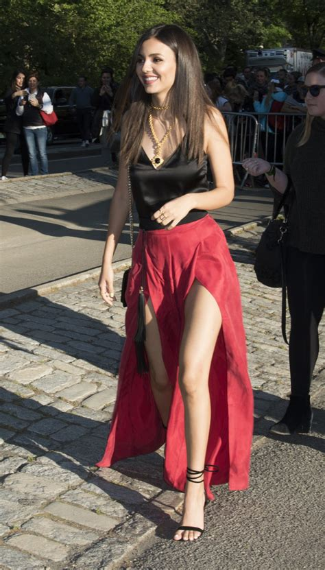 victoria justices legs  feet  sexiest celebrity legs