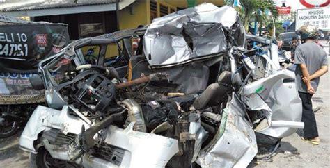 mobil travel kisah pilu satiyem yang kehilangan cucunya akibat tabrakan
