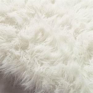 Tapis Fourrure Ikea : les 25 meilleures id es de la cat gorie tapis de fourrure ~ Teatrodelosmanantiales.com Idées de Décoration