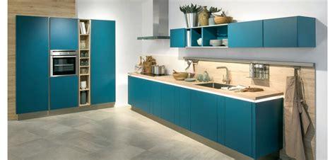 cuisine bleu petrole cuisine mur bleu petrole idées de décoration et de