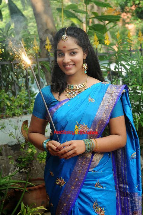 malavika menon latest hot cute stills  saree  vizha