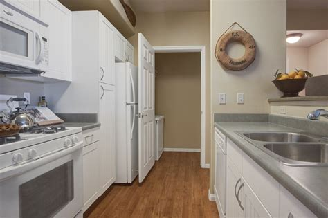 solid wood kitchen cabinets review 411 kitchen cabinets reviews awesome solid wood kitchen 8166
