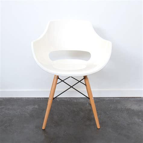 chaise de designer chaise designer banche skoll piètement bois by drawer