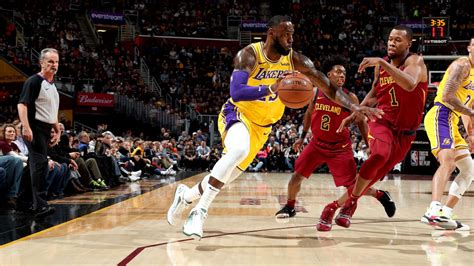 lakers lebron james greeted warmly  time  cleveland