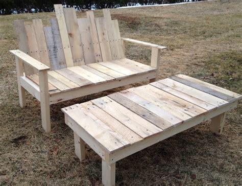 construire un canape avec des palettes faire un banc en palette de bois et le décorer soi même
