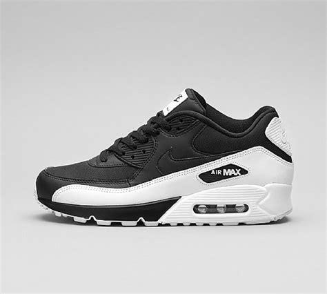 nike air vapormax white nike air max 90 essential trainer black black white