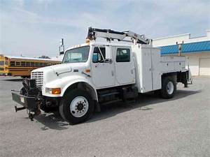 International 4900  2000    Utility    Service Trucks