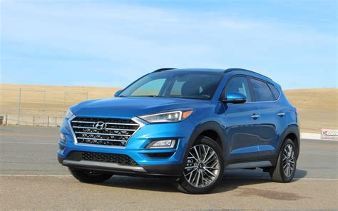 Tucson pushes the boundaries of the segment with dynamic design and advanced features. Hyundai Tucson 2019 : demeurer dans le coup - Guide Auto