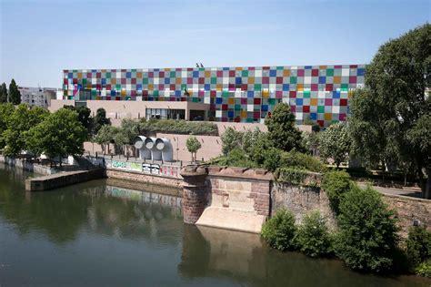 strasbourg la verri 232 re color 233 e de daniel buren sur le mus 233 e d moderne et contemporain