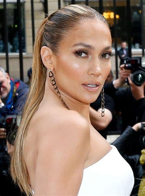 Jennifer Lopez Asa Cum Nu A Mai Aparut De Mult In Costum