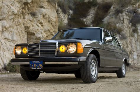 For 1982 model year, 280 ce was dropped, and 300 cd turbodiesel was introduced as a sole engine offering for coupé model. 1982 Mercedes-Benz 300D Turbo Diesel Sedan | Anthracite Gray… | Flickr