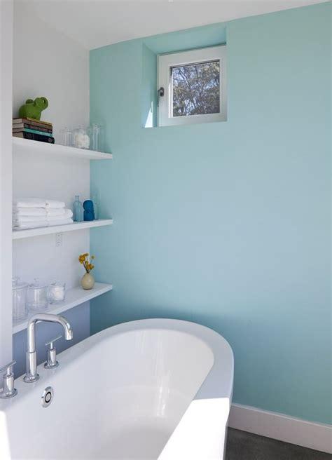 Idée Décoration Salle De Bain  Murs En Blanc Et Bleu