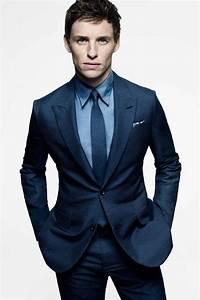 Schwarzer Anzug Blaue Krawatte : eddie redmayne tr gt dunkelblauer anzug blaues businesshemd dunkelblaue krawatte wei es und ~ Frokenaadalensverden.com Haus und Dekorationen