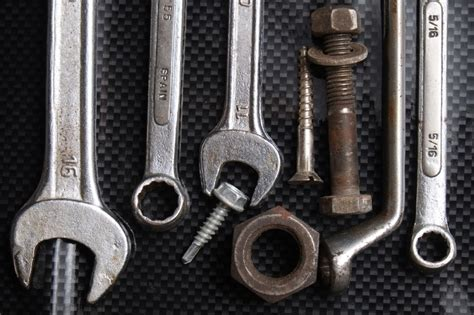 4 Types Of Tools That Every Auto Mechanic Should Own