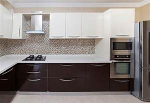 white kitchen cabinets that give an illusion of spaciousness With brown and white kitchen designs