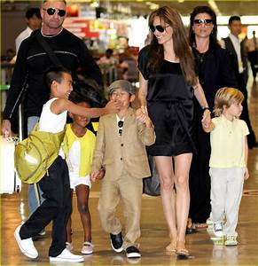 Angelina Jolie: Japan's Narita Airport with the Kids ...