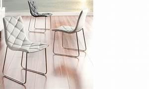 Chaise salle a manger blanche design en pu et pieds en for Chaise salle a manger blanche