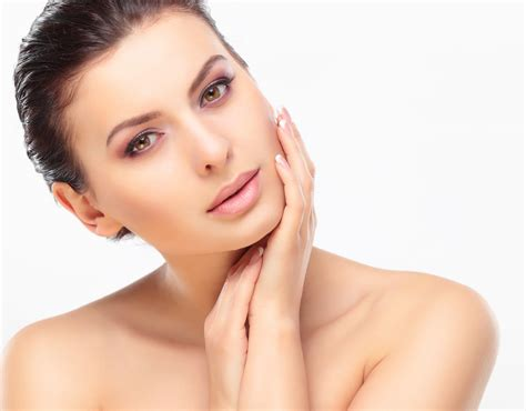 4 Skincare Ingredients To Avoid If You Have Sensitive Skin Pampermy