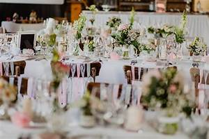 Tischdecken Für Lange Tische : beispiele f r tischdekoration auf langen tafeln bei der hochzeit ~ Buech-reservation.com Haus und Dekorationen