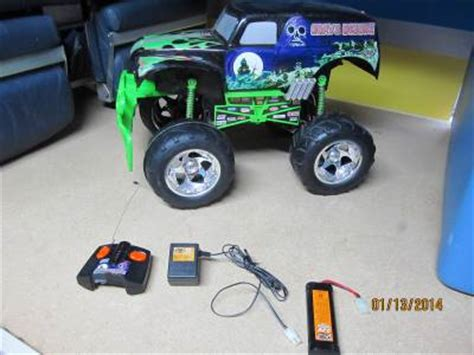 grave digger remote control monster truck rare grave digger 2003 sfx motor tyco rc remote control