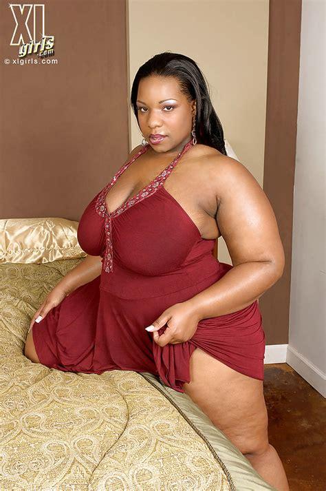 Fat black girl Crystal Clear revealing big tits and masturbating - PornPics.com