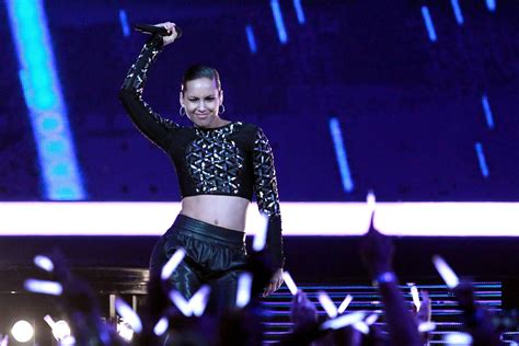 Alicia Keys, Dave Matthews Highlight Super Bowl 50
