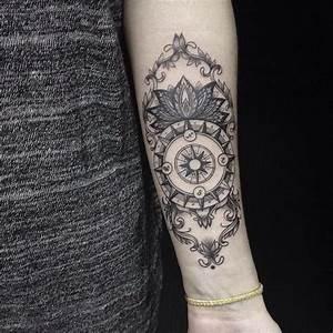 Tatouage Avant Bras Femme Mandala : tatouage boussole dotwork femme avant bras ~ Melissatoandfro.com Idées de Décoration