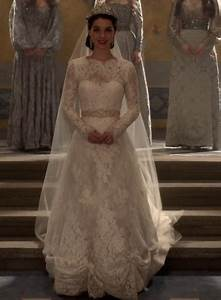 reign under the tone With queen mary wedding dress