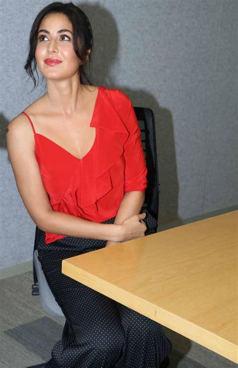 bollywood actress katrina kaif hot sleeveless