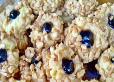 You can choose to adapt the recipe to your liking with nuts i just love thumbprint cookies because of their versatility. Resep Blueberry Thumbprint Cookies Renyah