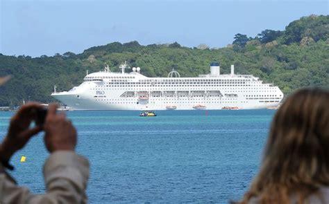 cruise ship photographer resume call for vanuatu to diversify economy radio new zealand news