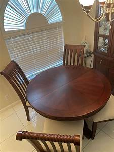 Round, Dining, Room, Table, With, Leaf, Insert, To, Create, A, Oval, Shape, For, Sale, In, Tamarac, Fl