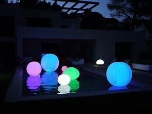 Boule Lumineuse Exterieur : boule lumineuse ext rieur parfaite pour d corer votre piscine ~ Teatrodelosmanantiales.com Idées de Décoration