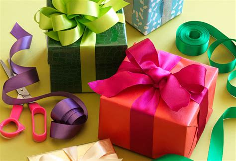 wrap gifts presents   holidays