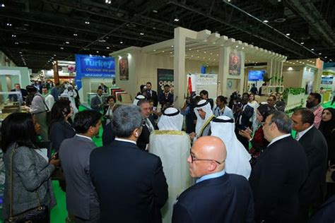 dubai woodshow  host   exhibitors