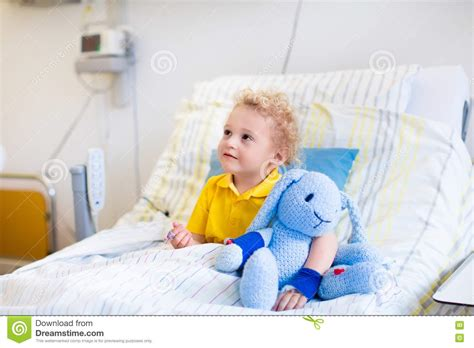 Little Boy In Hospital Room Stock Image - Image of pain