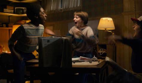 """As coisas são bem familiares em """"Stranger Things"""" Lilian"""
