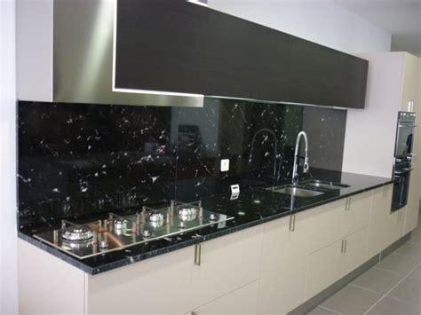 granit pour cuisine plan de cuisine en granit noir via lactéa valgra sud