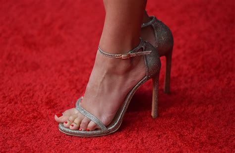Sexiest Victoria Justice Feet Pictures Are Here Take