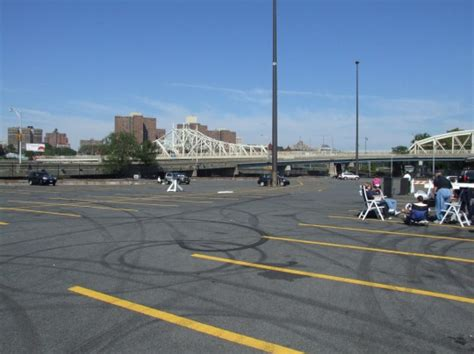 parking garages around yankee stadium yankee fans won t pay 35 48 to park their cars bronx