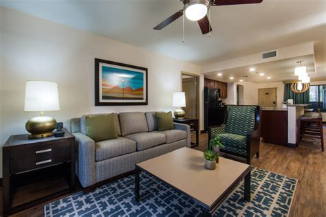 Scottsdale Resort- Enjoy A Separate Living Room With