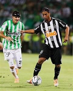 Pin Ronaldinho-would-dribble-the-ball-shot-and on Pinterest