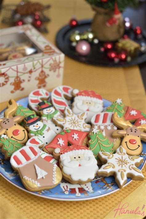 hanielas decorated christmas cookies