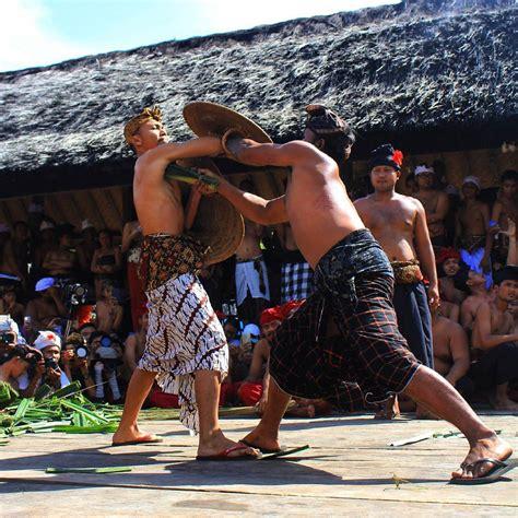 menelusuri wisata budaya bali  desa adat tenganan