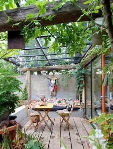 terrasse avec toit verriere esprit cabanon de campagne With idee d amenagement exterieur 6 6 decorations de terrasse abritees par de la verdure