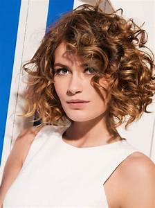 Cheveux Court Bouclé Femme : coupe cheveux femme boucl ~ Louise-bijoux.com Idées de Décoration